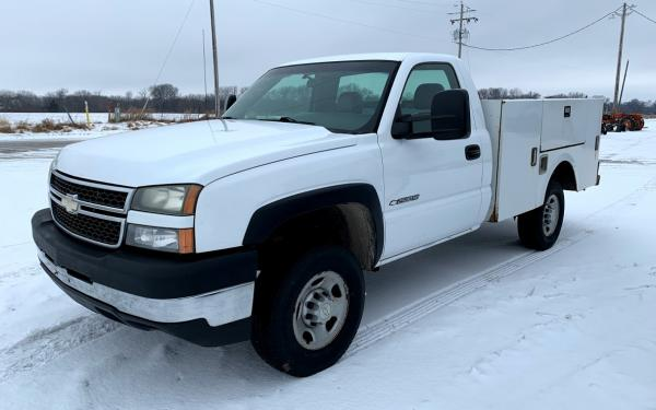 2006 CHEVY SERVICE TRUCK