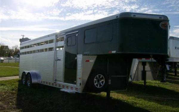 2015 Sundowner Trailers Rancher 24' GN with Dress