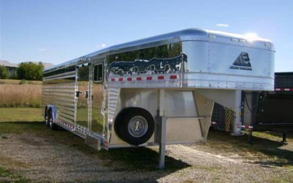 Elite Trailers 28' Polished Showstock with Tack Room and Side Ramp