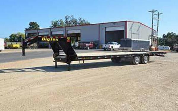 2021 Big Tex 35' Gooseneck Tandem-Dual Flatbed Trailer Hydraulic Dovetail